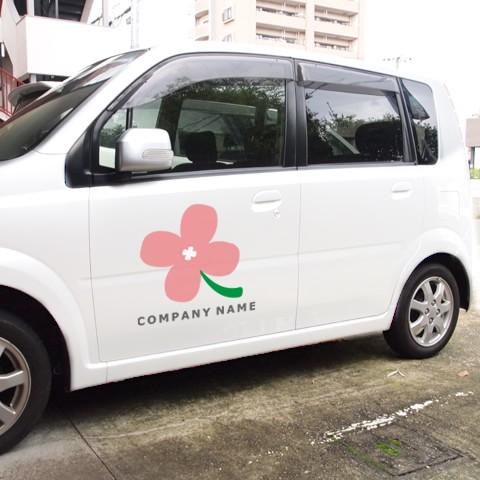 素朴な花ロゴ営業車